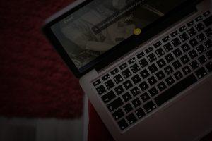 macbook 21 300x200 - macbook-2