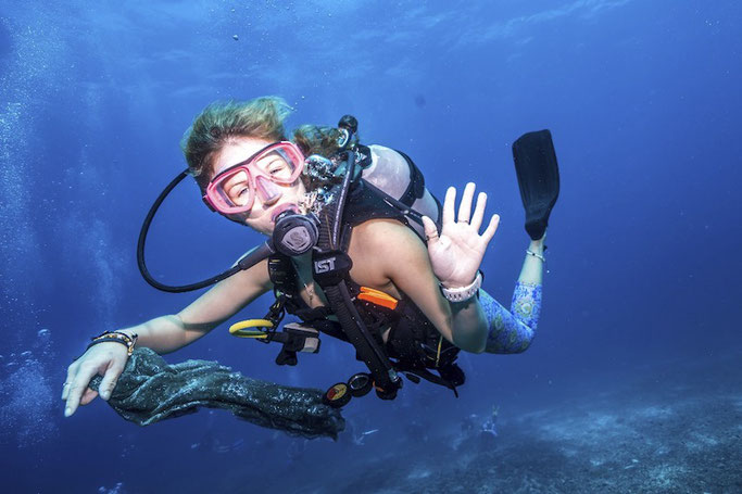 girls that scuba - 3 Best Diving Packages in Malaysia